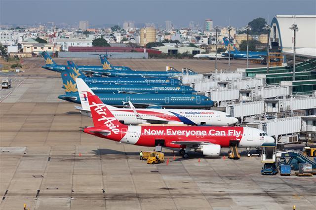 Giá vé máy bay đồng loạt giảm kỷ lục, Hà Nội - TP.HCM chỉ còn 199.000đ 1